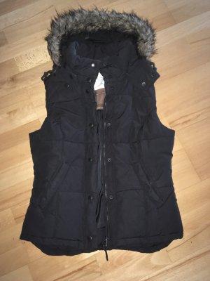 Bodywarmer/ Steppjacke in schwarz mit abnehmbarer Kapuze
