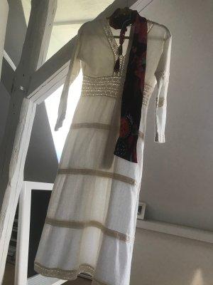 Sukienka boho w kolorze białej wełny