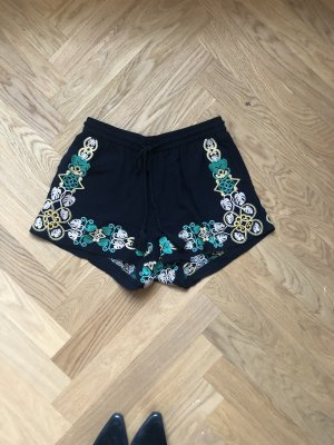 Boho shorts mit Stickereien