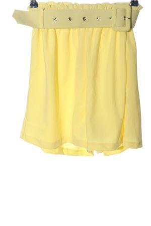 Bohoo Pantalón corto de talle alto amarillo pálido-color plata look casual