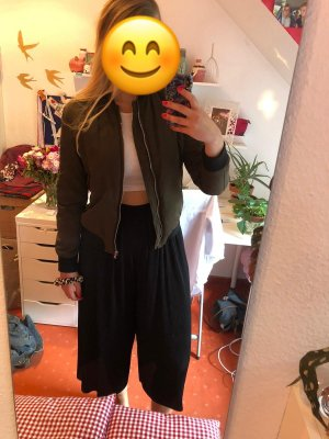 Bomberjacke in khaki von Zara