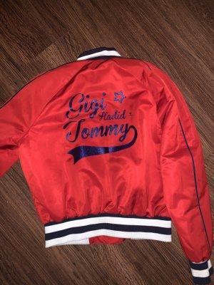 Gigi Hadid x Tommy Hilfiger Blouson aviateur rouge