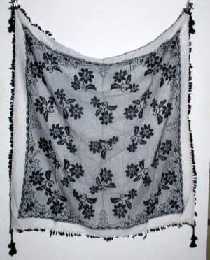Traditional Scarf white-black