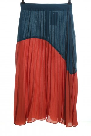 Boohoo Pleated Skirt blue-red casual look