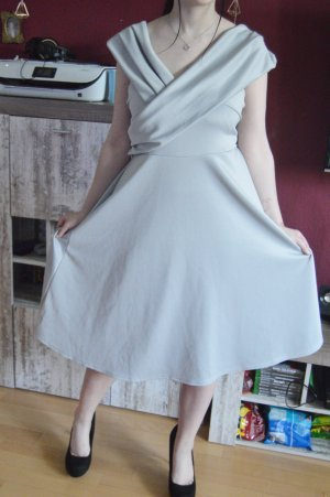 BooHoo Plussize Kleid gr.48 silber-grau mit stretch