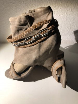 Bootie mit cut outs