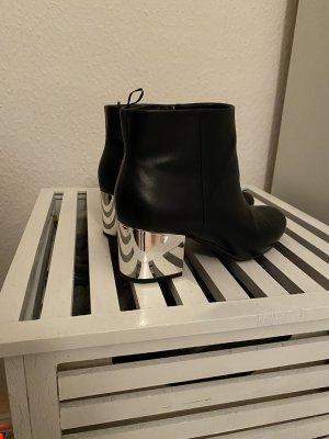 H&M Botas de tobillo negro-color plata