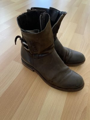Boots A.S. 98