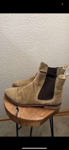 Boots Akira