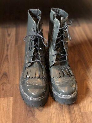 Botas con cordones color plata-gris