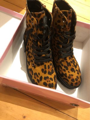 Boots Ella Cruz Leo Look