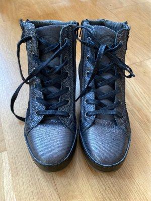 Boots Hand angefertigt