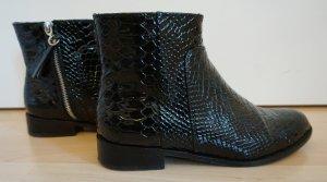Boots in glänzender Schlangenlederoptik