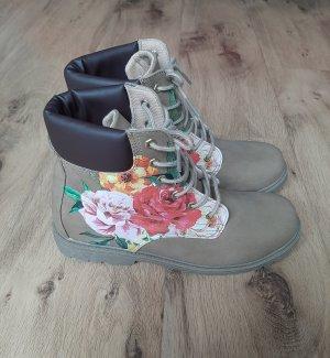 Boots mit Blumen