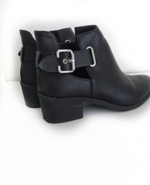 Boots mit Cut-out