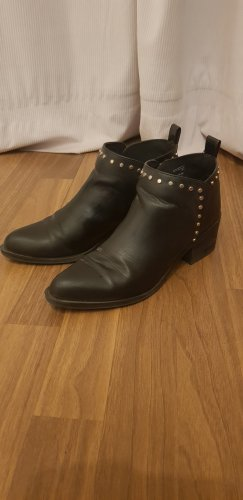 Boots mit goldenen Nieten h&m