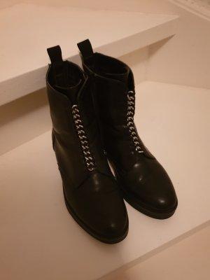 Boots mit Kette
