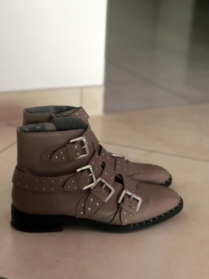 Boots mit Nieten in Pastelrosa
