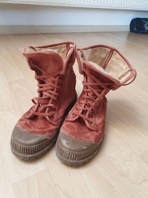 Boots, Natural World, rotbraun