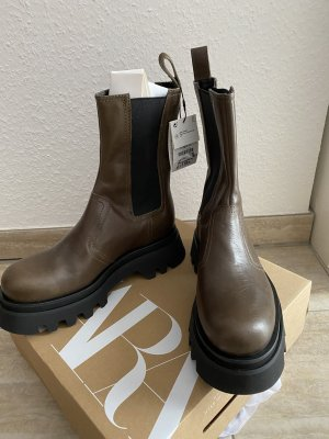 Boots Plateau schwarz braun 40