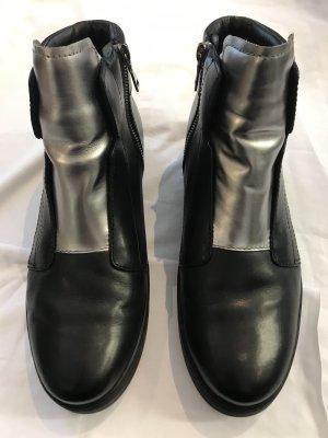 Prada Botines Chelsea negro-color plata