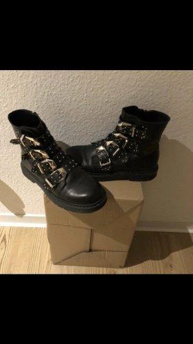 Ovyé Ankle Boots black