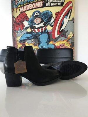 5th Avenue Slip-on Booties black