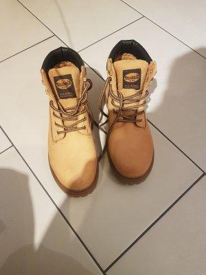 Boots von Docker's