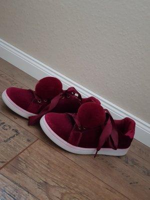 Bordeaux farbende Sneaker