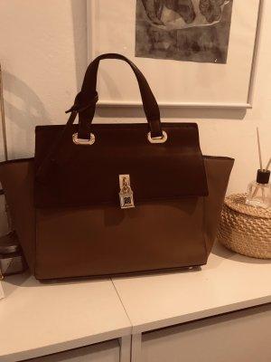 Bordeaux Handtasche mit goldenen Details
