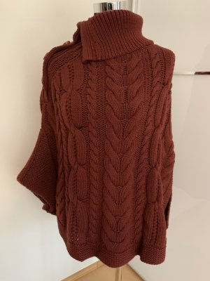 Bordeaux roter Poncho Strick
