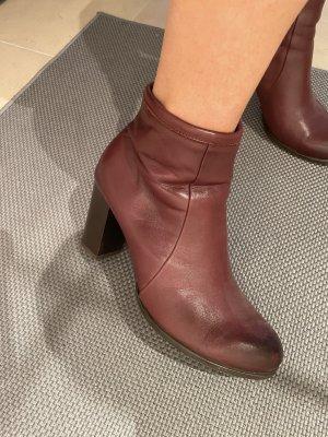 Winter boots bordeaux