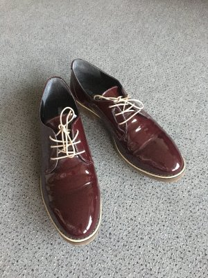 Bordeauxfarbene Oxford Schuhe