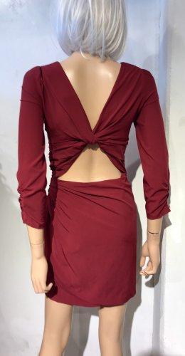 Bordeauxfarbenes Kleid  mit raffiniertem Rückenausschnitt