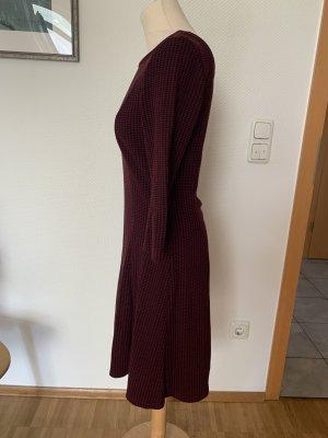Bordeauxfarbenes Kleid von edc