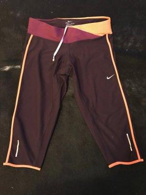 Bordeauxrote Nike Dri-Fit Trainings-Caprihose (Größe S)