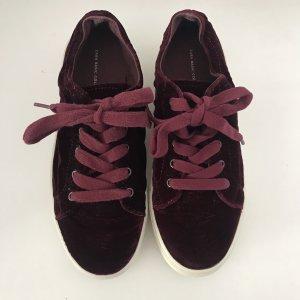 Bordeauxrote Samt Schuhe