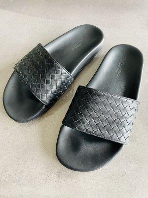 Bottega Veneta Beach Sandals black