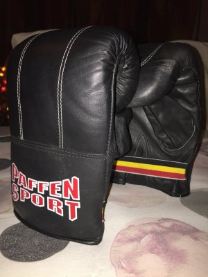 Mittens black leather