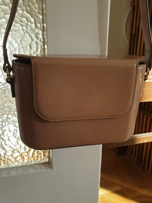 Boxy Bag Lackleder Handtasche in Nude