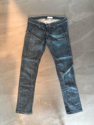 Boyfriend Jeans mit außergewöhnlichem Schnitt