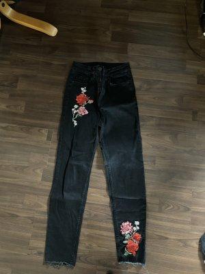 boyfriend jeans mit rosenmuster