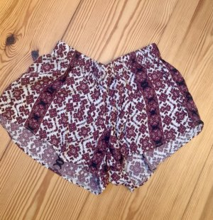 Brandy & Melville Shorts rosso scuro-rosso lampone