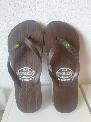 Sandalo infradito marrone