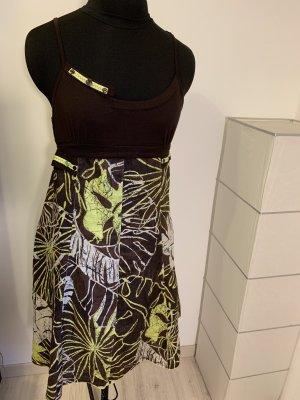 Braun-grünes Sommerkleid