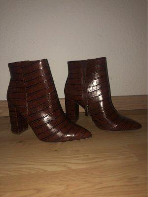 braune Absatz-Schuhe