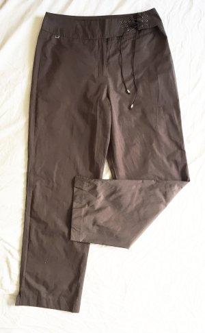 Braune breit geschnittene Hose aus glänzendem Stoff