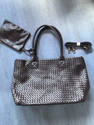 Braune Flechthenkeltasche