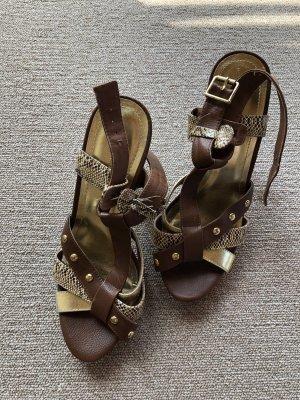 Braune goldene Leder Schuhe hoch