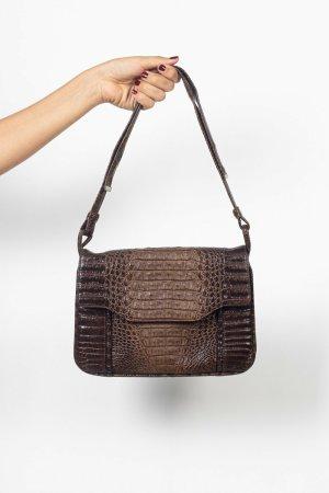 Braune Handtasche in Kroko-Optik